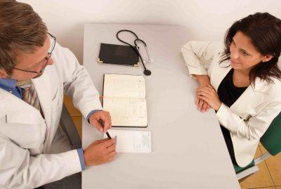 Patient fibromyalgique et médecin - Labrha
